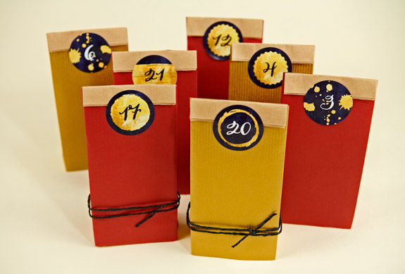 Geschenke-Verpacken-Gold-Rot