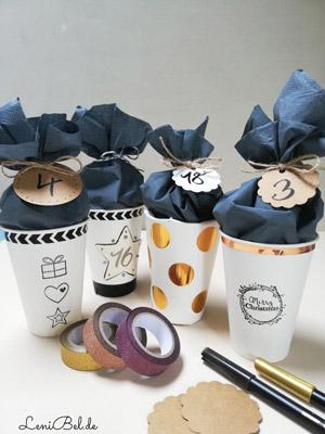 DIY Adventskalender aus Pappbechern und Blauen Servietten