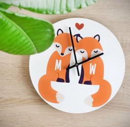 Personalisierbare-Fuchs-Wanduhr-für-Paare